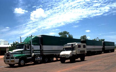 Roadtrain-Uni1.JPG (35906 Byte)